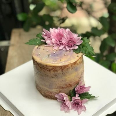 Semi Naked Floral Cake [800 Grams]