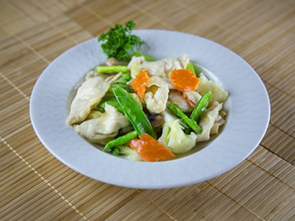 Steamed Chicken with Vegetables in a Mild Ginger Sauce