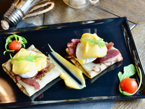 Eggs Benedict with Smoked Bacon