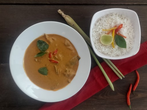 Thai Chicken Red Curry (served with steamed rice)