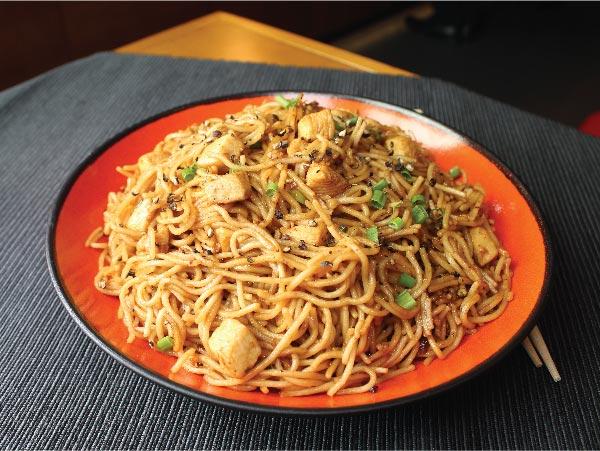 Black Pepper Noodles Chicken