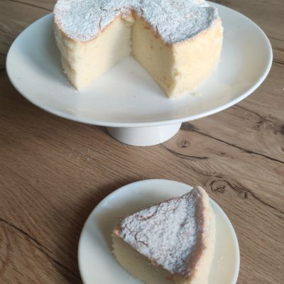Japanese Cotton Cheese Cake ( Egg )  Kg