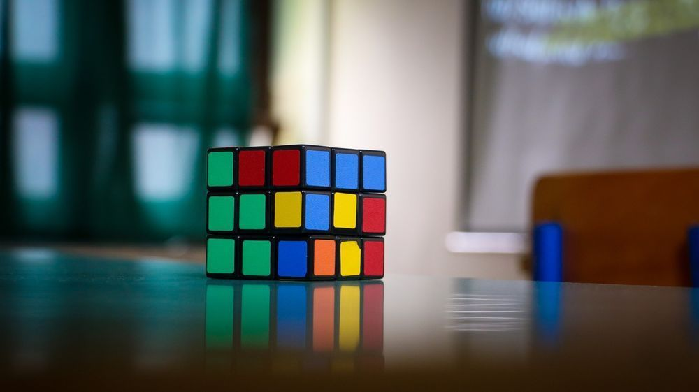Rubik's Cube Solver Robot