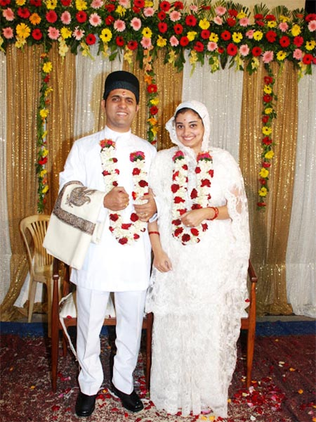 parsi wedding couple attire - Traditional Wedding Songs