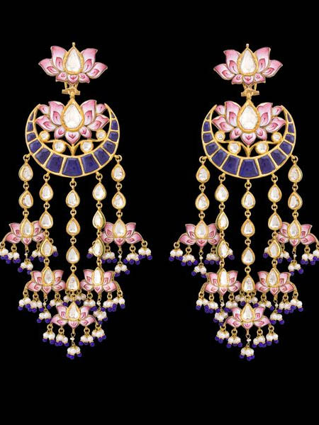 4dd2c771f64d7f This beautiful, obviously vintage style of jewellery has its origin in  Rajasthan in the 19th century. However, it was one of the favourites of the  Hyderabdi ...