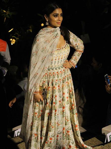 Bollywood Celebs At Lakme Fashion Week 2017 Kareena Kapoor Tabu The Ethnic Soul