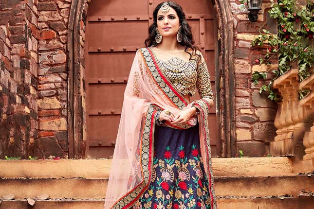 e96ff400d6 12 Lehenga Designs With Pretty Blouses For Your BFF's Shaadi | The ...