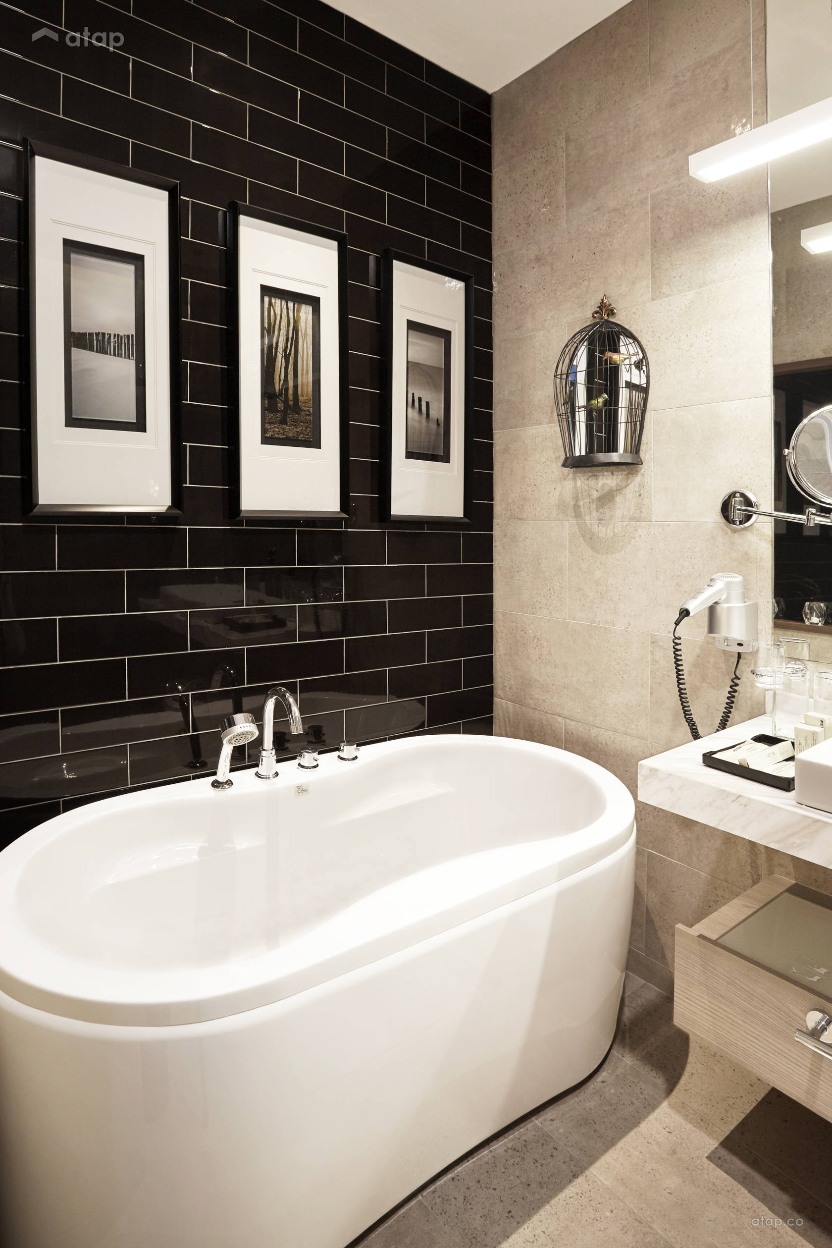 Contemporary Modern Bathroom @ Capital Suite