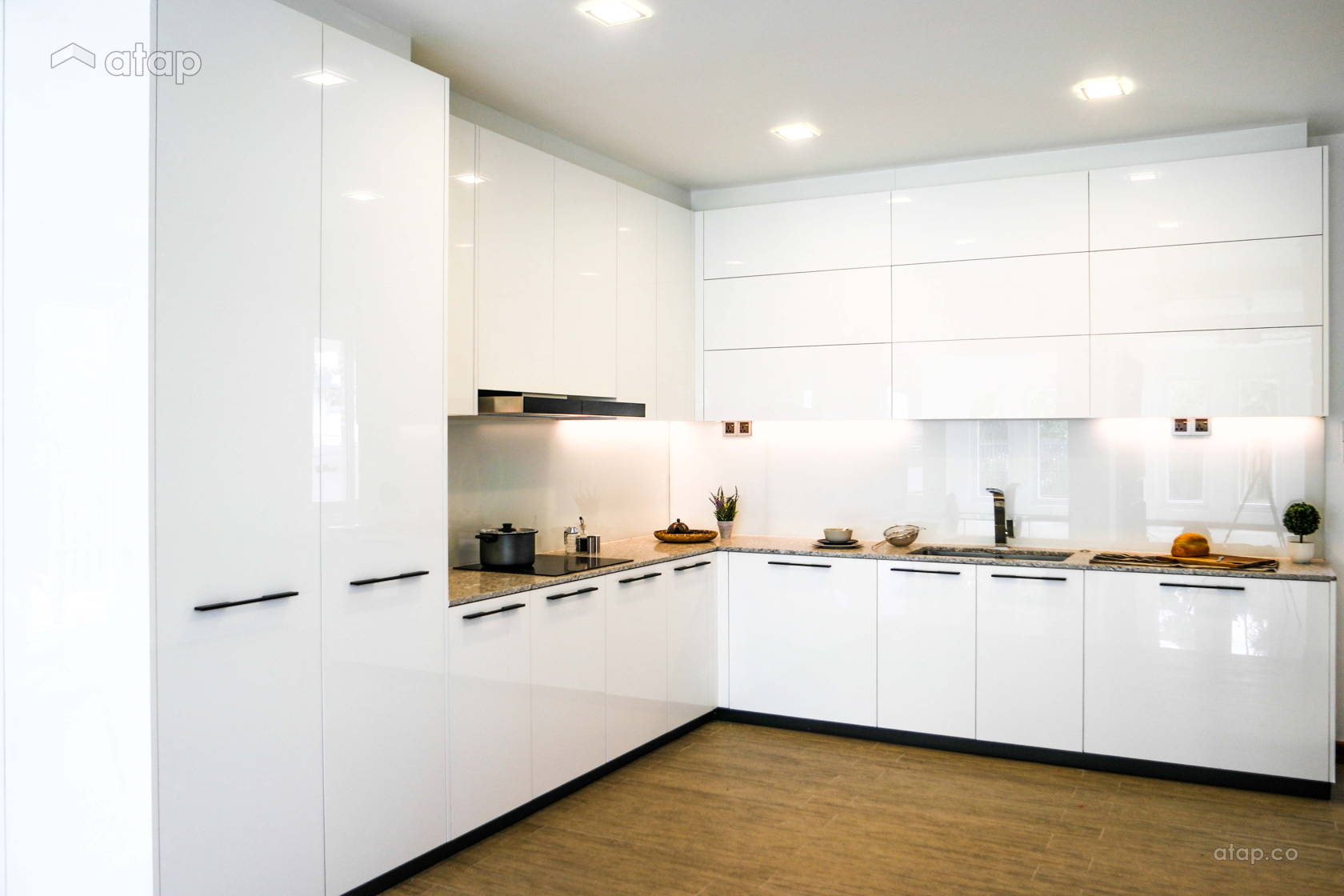 Modern Kitchen @ ELEMENT PROJECT 2014-2015