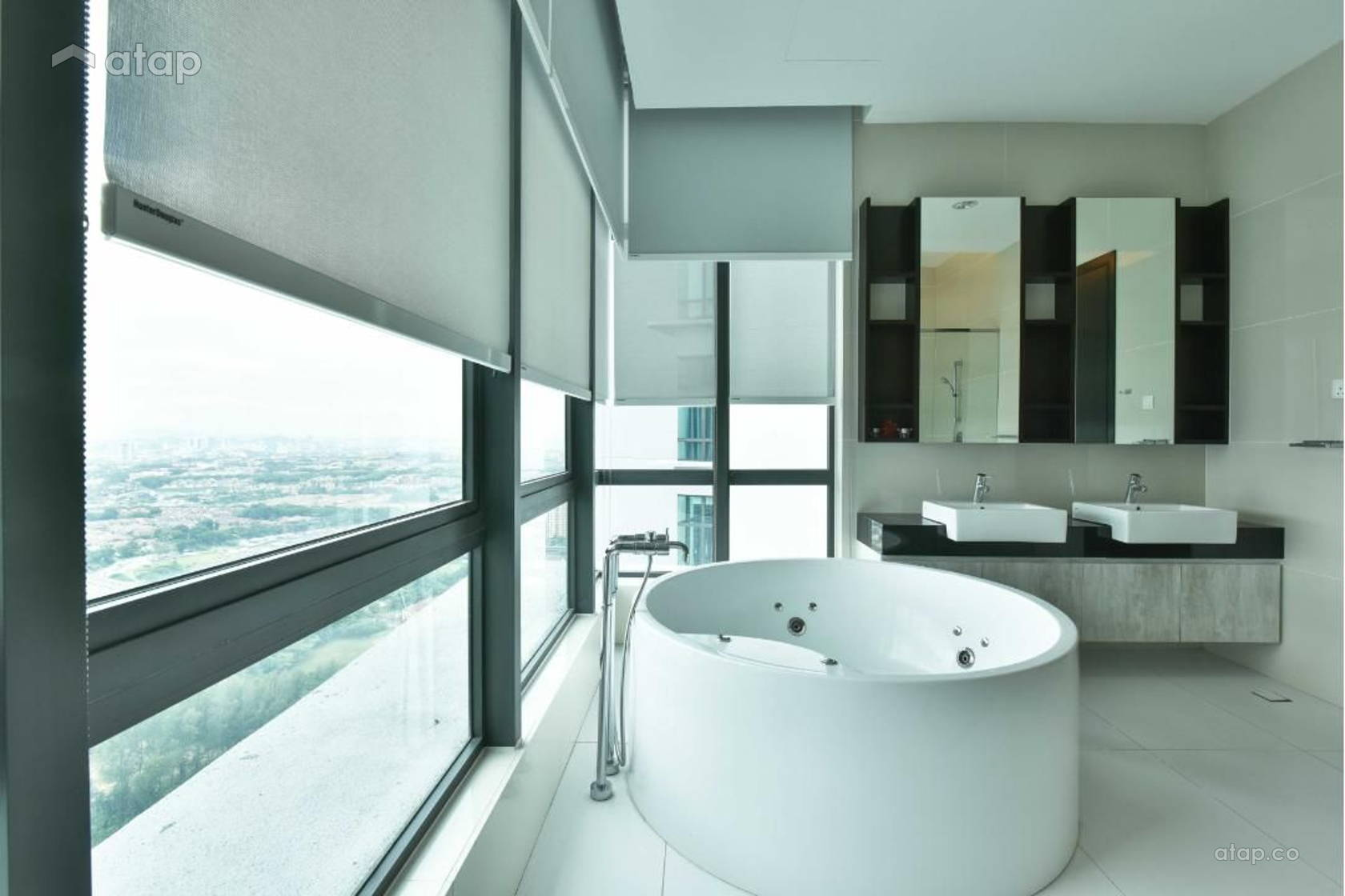Contemporary Modern Bathroom @ Tropicana Grande