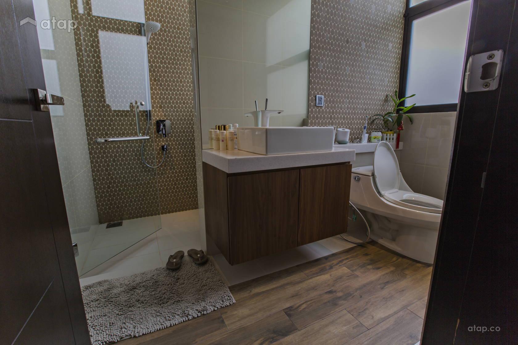Asian Bathroom @ A modern tropical mansion