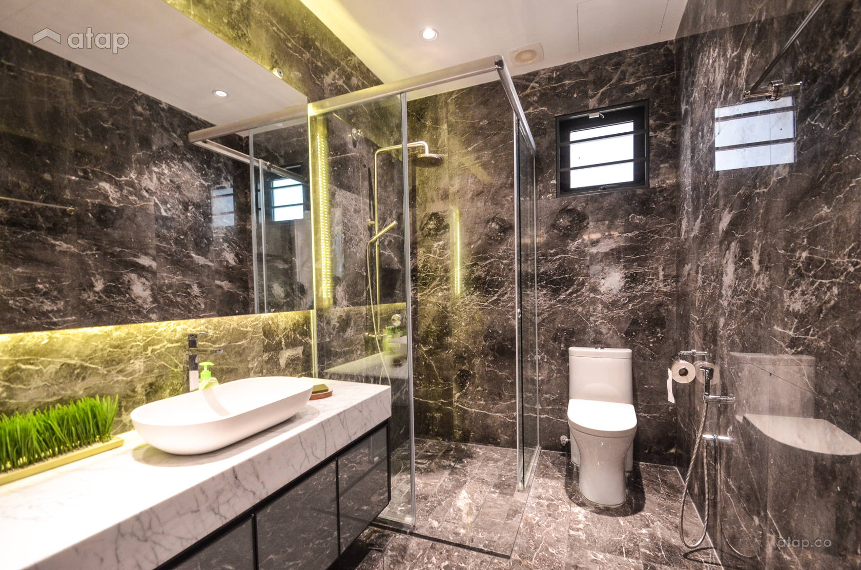 Modern Bathroom @ Marbled Magnificence