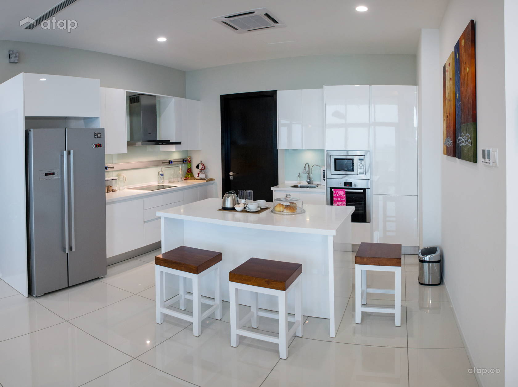 Contemporary Modern Kitchen @ Tropicana Grande