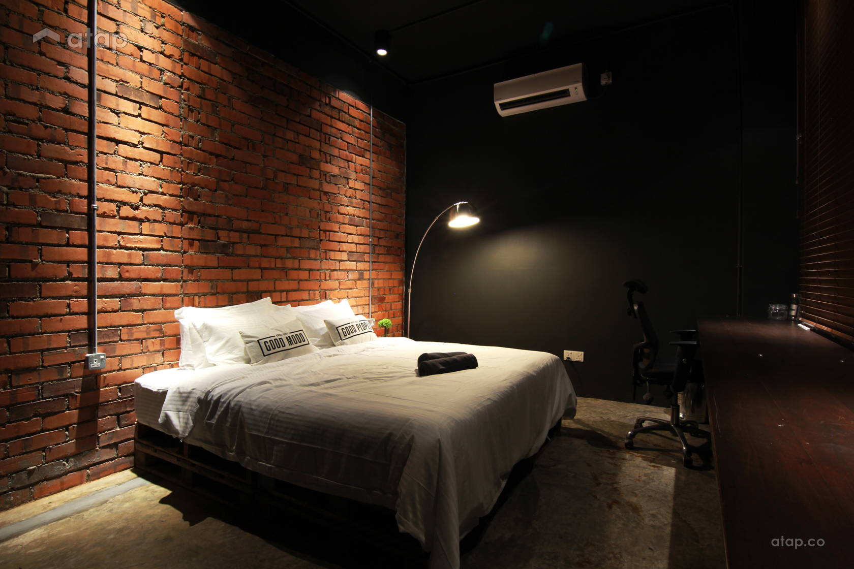 Industrial Rustic Bedroom @ De Gallery