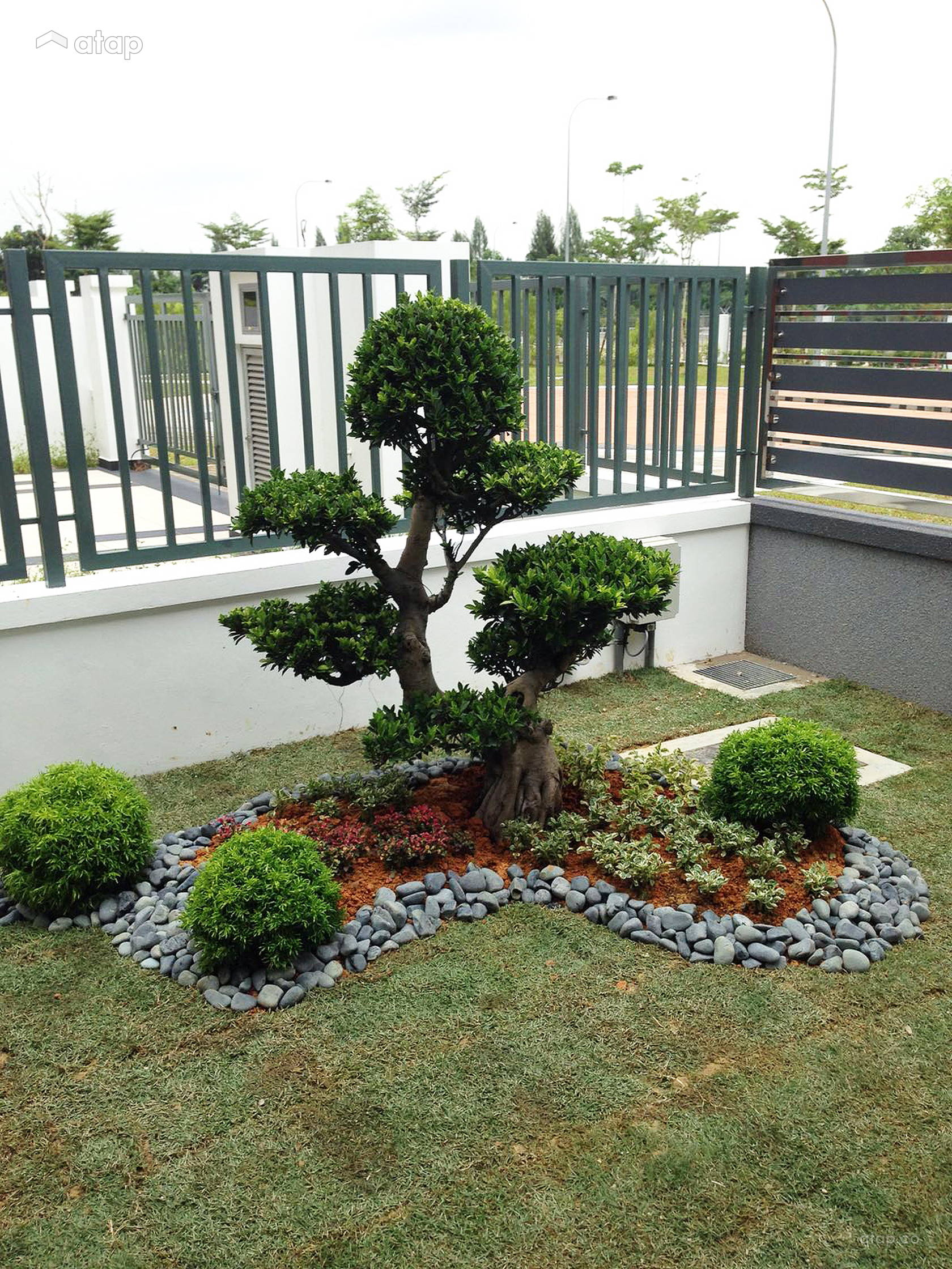 Classic modern exterior garden semi detached design ideas for Garden design ideas malaysia