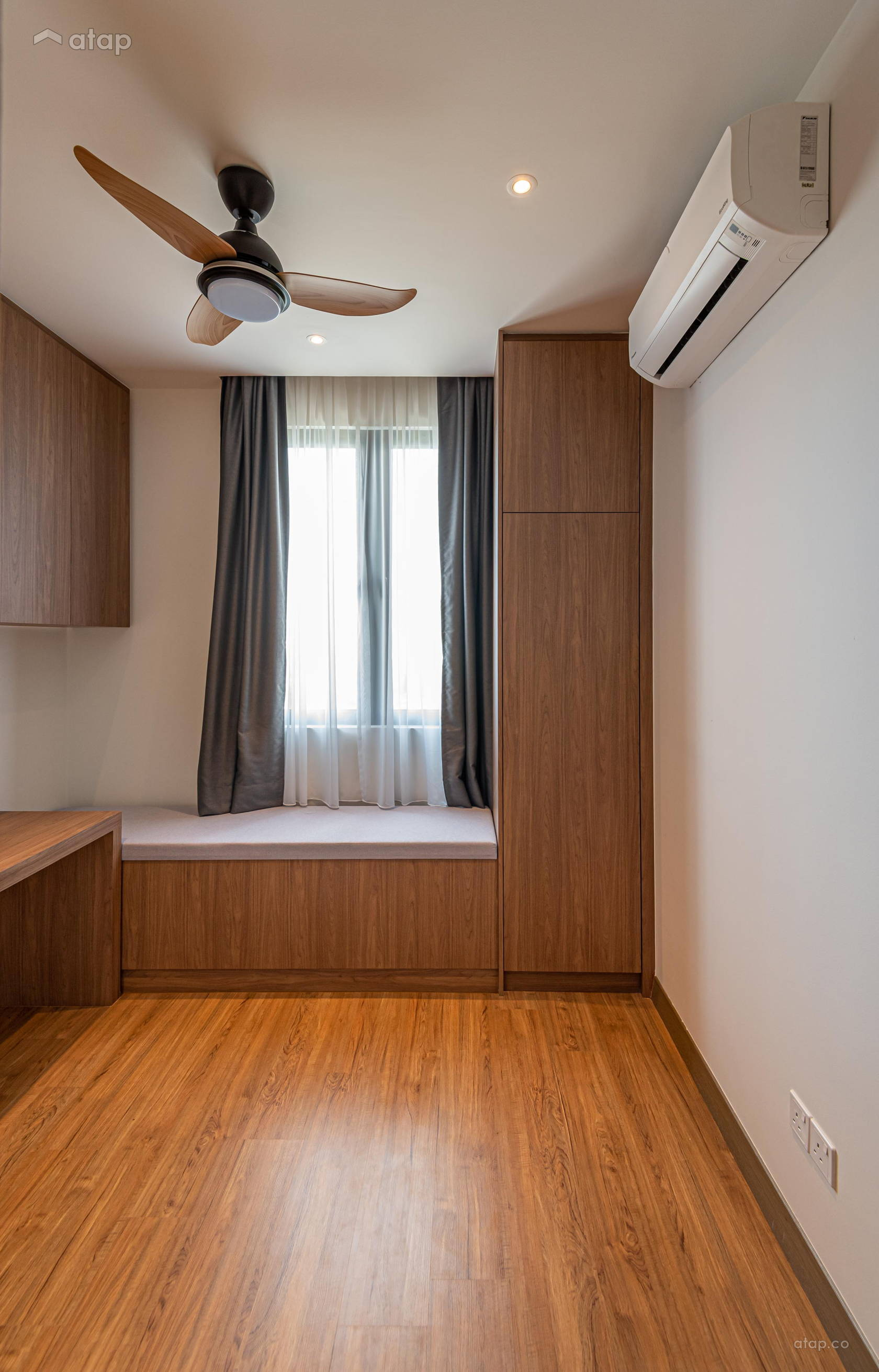 Condominium Study Room: Minimalistic Modern Study Room Condominium Design Ideas