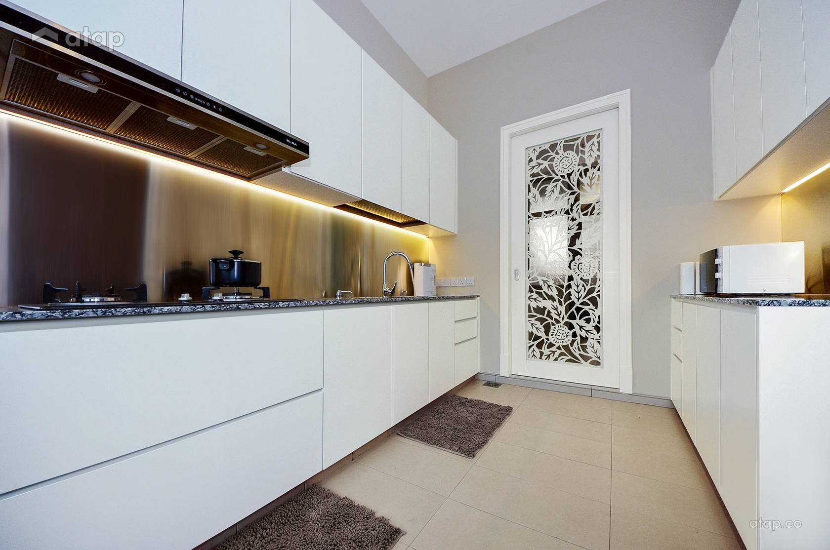 Classic Modern Kitchen @ The Straits View Residences