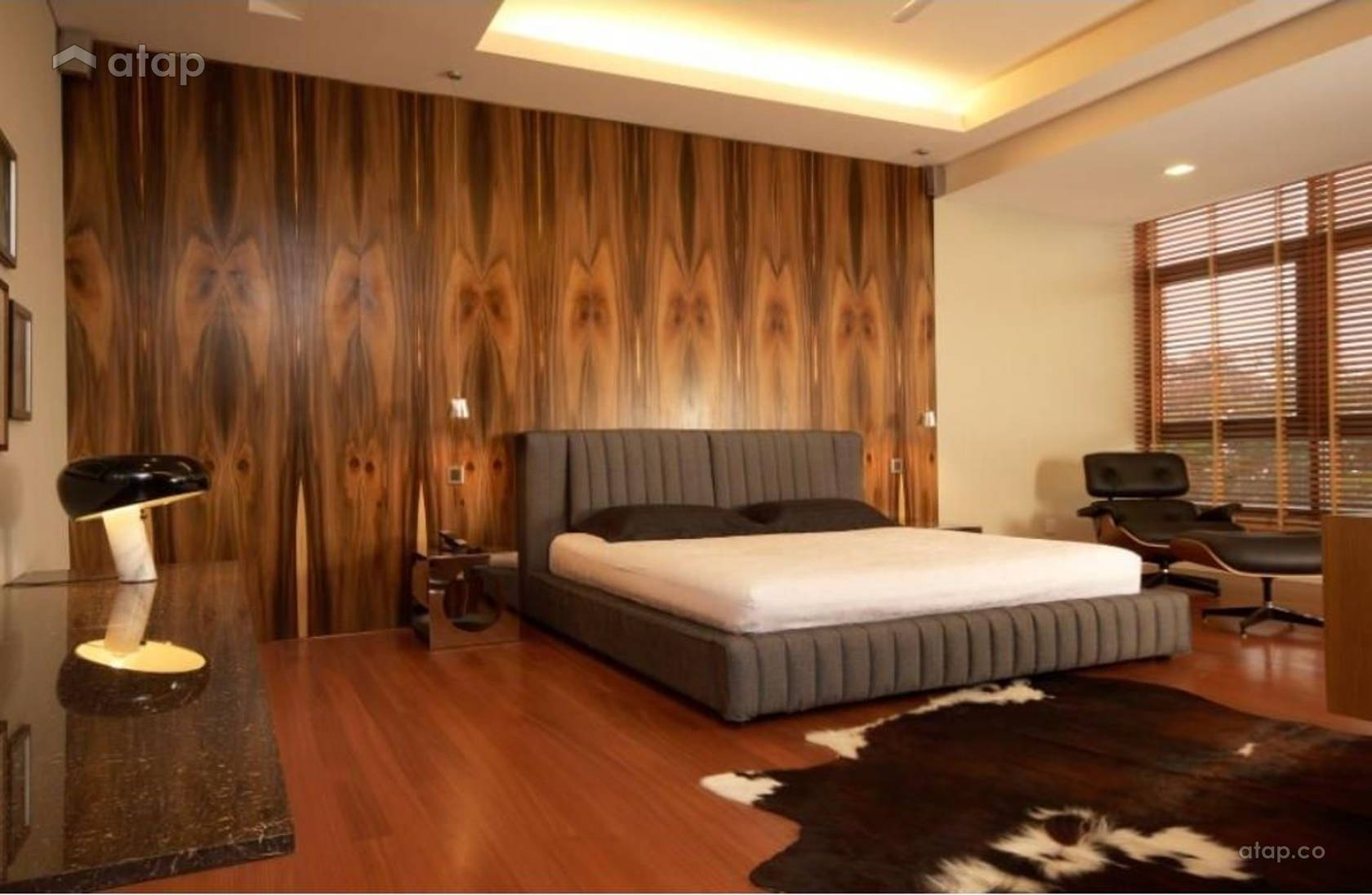 Contemporary Modern Bedroom @ Hillside Bungalow