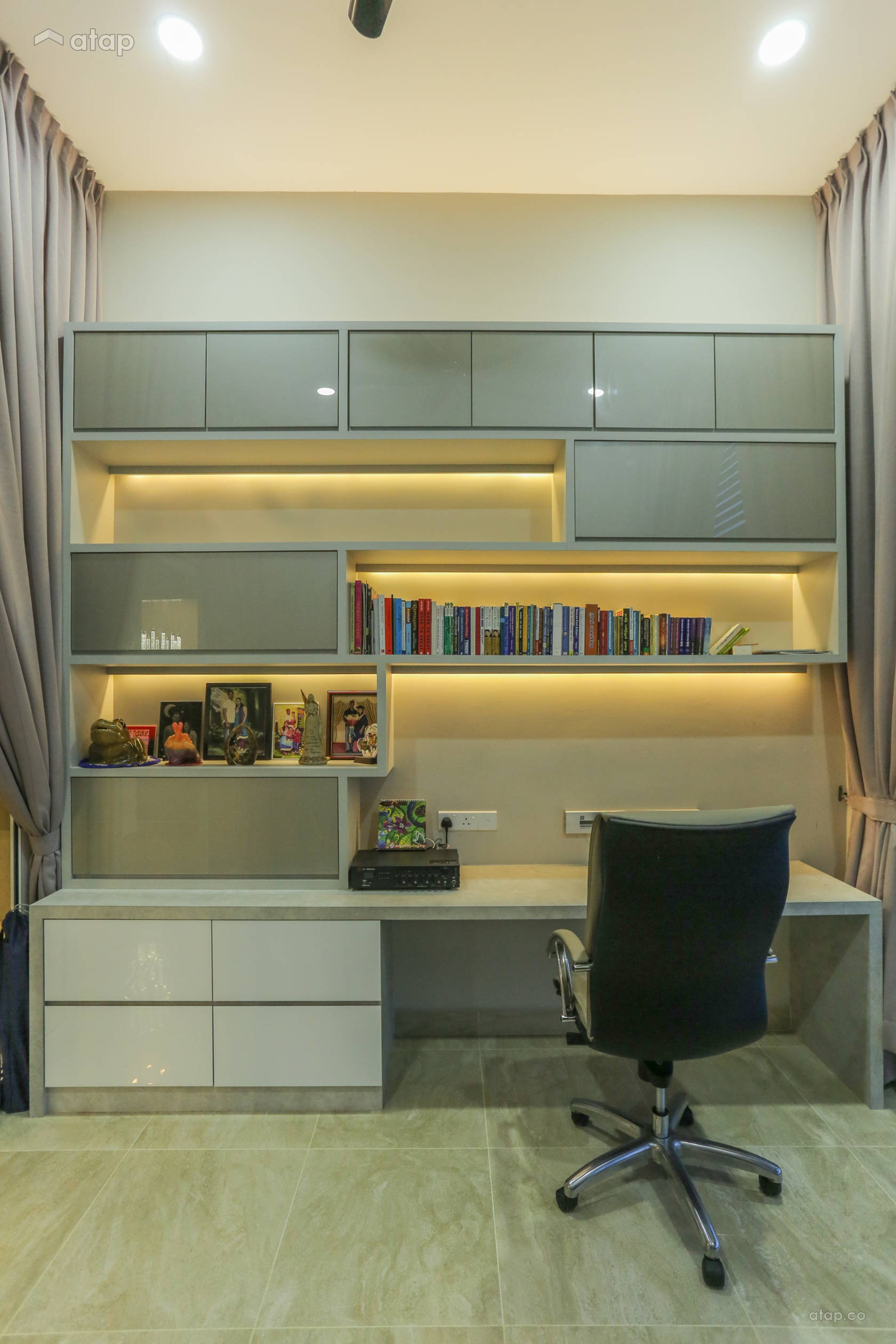 Modern Study Room: Contemporary Modern Study Room Semi-detached Design Ideas