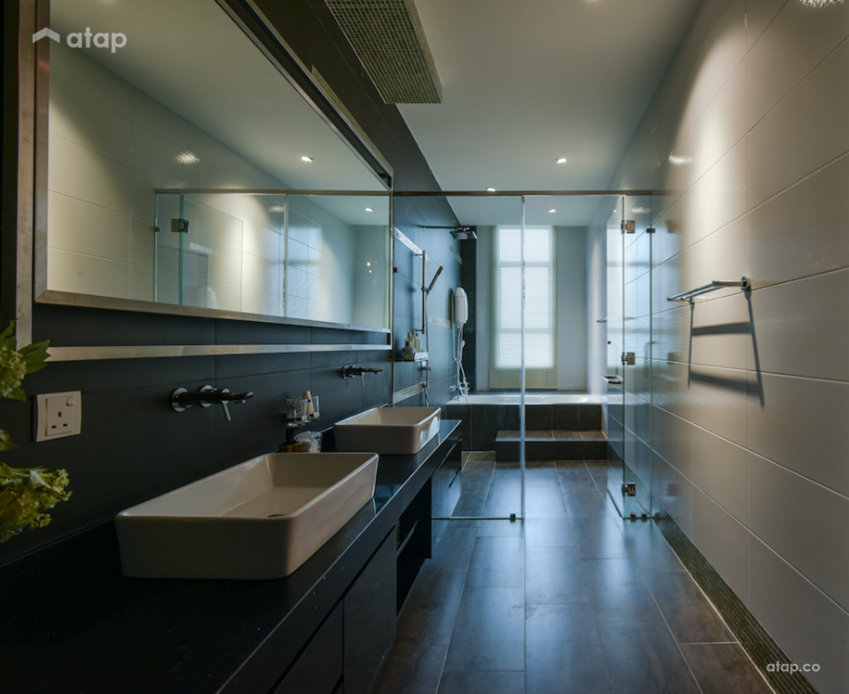 Contemporary Modern Bathroom @ Sri Gombak O-Lot Bungalow