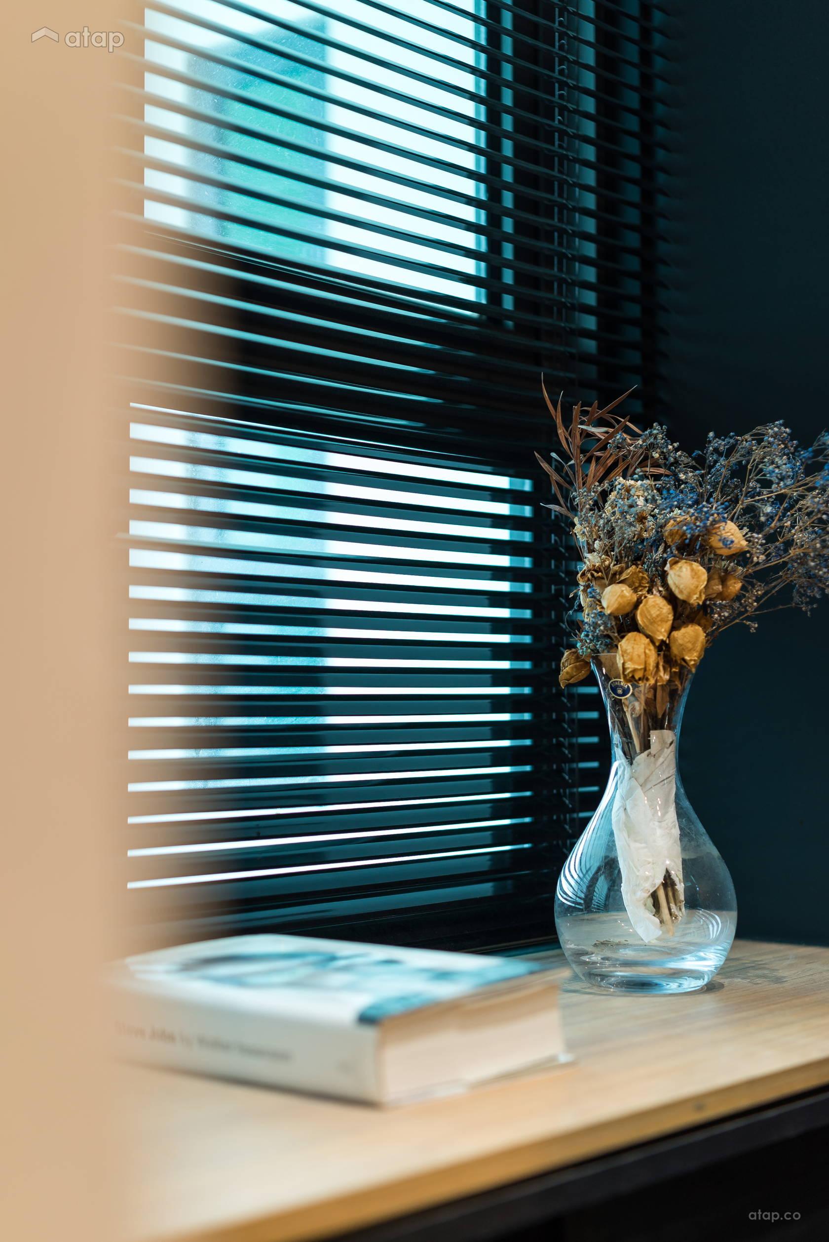 Condominium Study Room: Contemporary Minimalistic Study Room Condominium Design