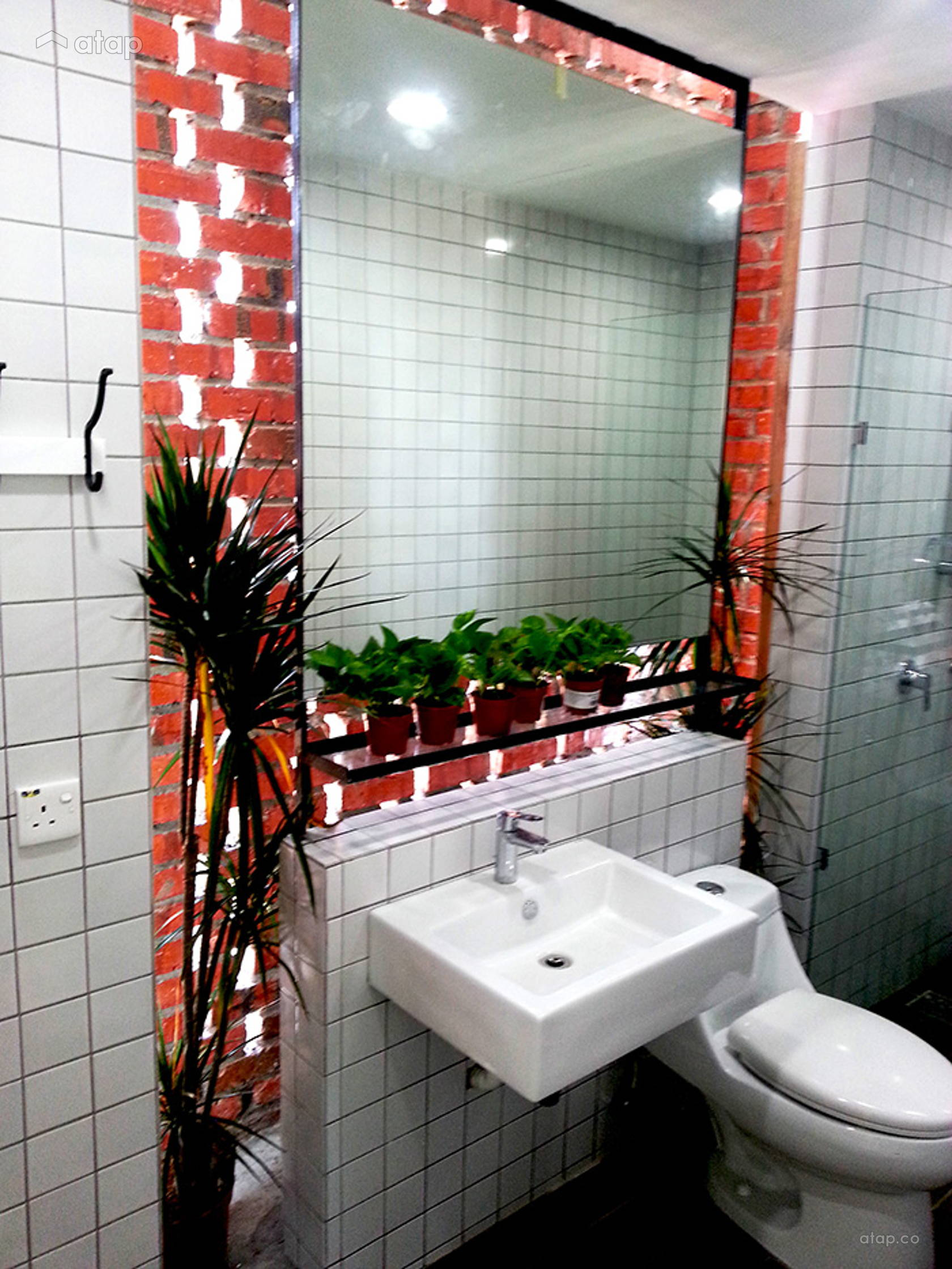 Industrial Bathroom @ LOO RESIDENCE