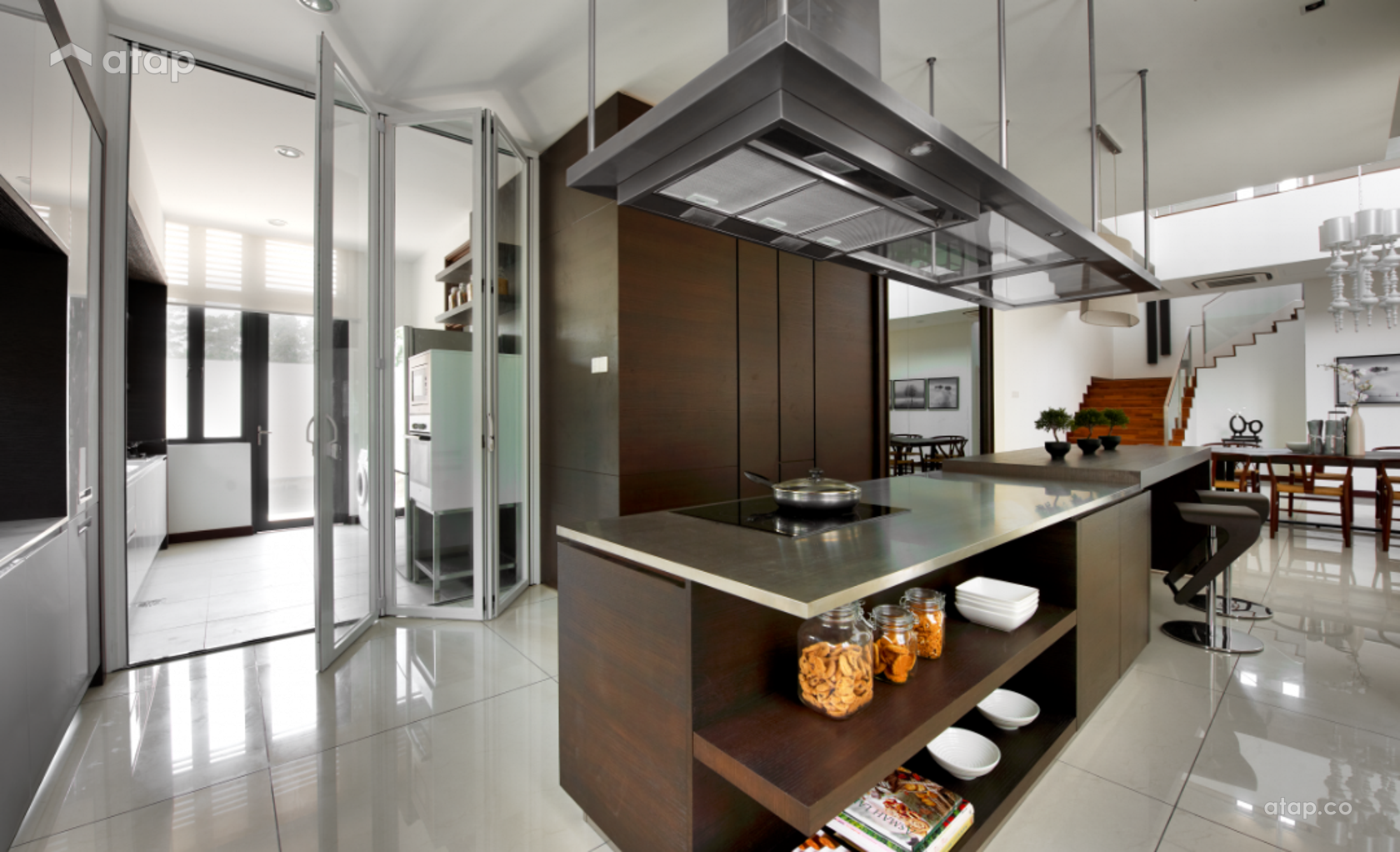 Contemporary Modern Kitchen @ The Straits View Residences