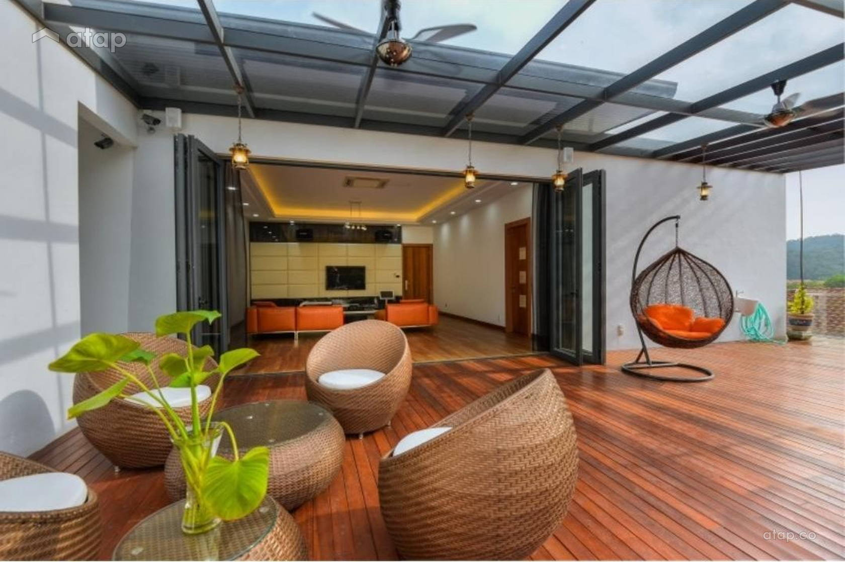 Contemporary Modern Balcony @ Pavilion Park Residences