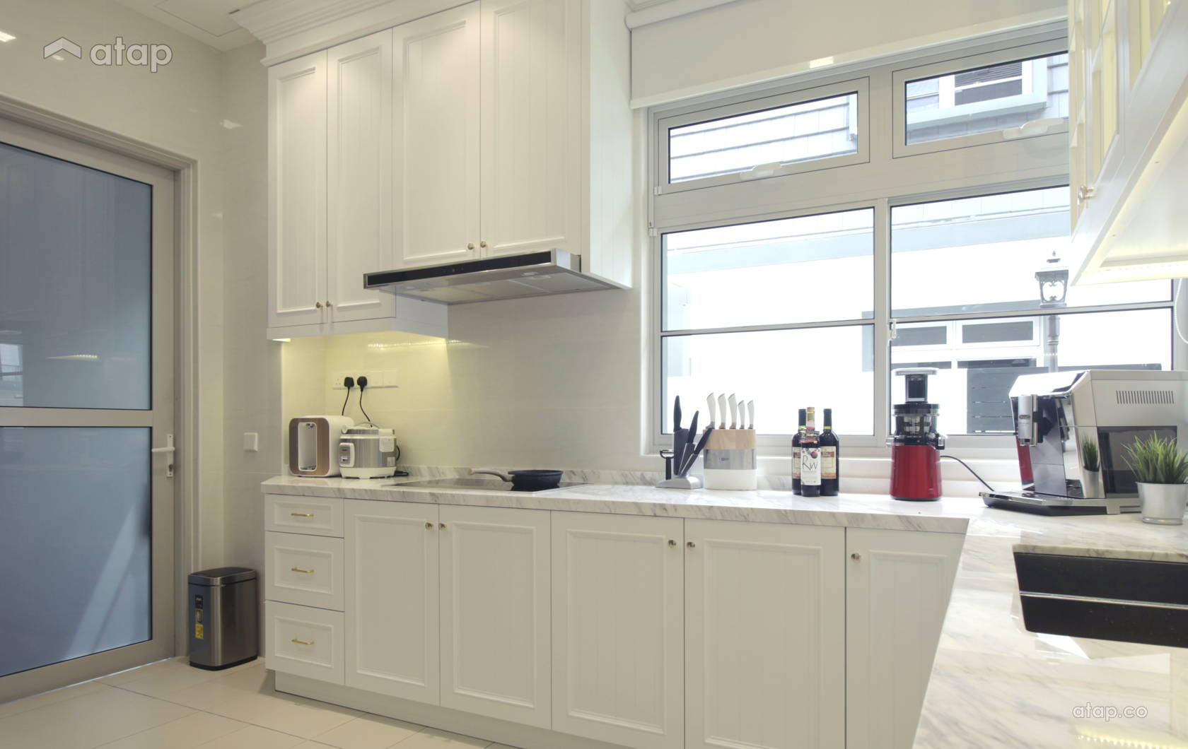Contemporary Country Kitchen @ European Minimalist Design
