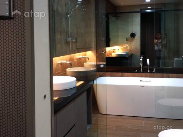 Contemporary Modern Bathroom@Vista Kirana Bungalow