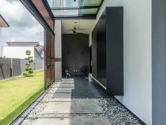 Modern Exterior Foyer@Le Gris