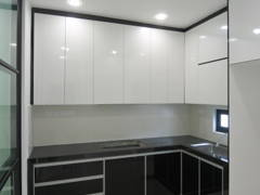 Modern Kitchen@End Lot Terrace