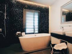 Minimalistic Modern Bathroom@House with an Attic Loft