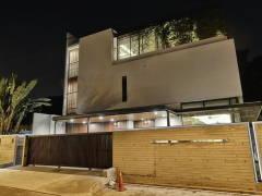 Contemporary Rustic Exterior@Kiara Residences