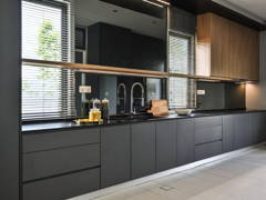 Contemporary Modern Kitchen@ERVINA ARA SENDAYAN