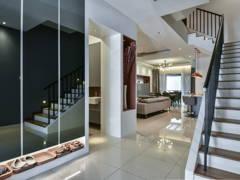 Contemporary Modern Foyer@Bayan Residence @ Tropicana Aman