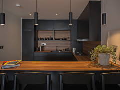 Contemporary Kitchen@Sleek and dark