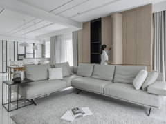 Contemporary Minimalistic Living Room@The impact of white - Double Storey, Desa parkcity