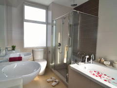 Contemporary Modern Bathroom@9 Bukit Utama Show Unit (Block B2)