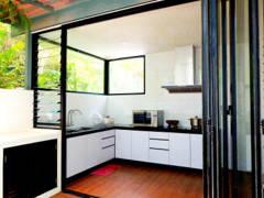 Modern Kitchen@Modern Tropica Homes