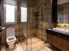 Contemporary Modern Bathroom@Mutiara House