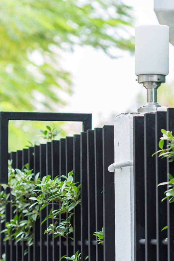 How to Choose the Right Front Gate for Your Driveway