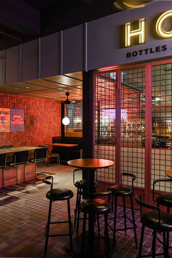 It's All In The Details: An Eye-catching Retro Vintage Bar