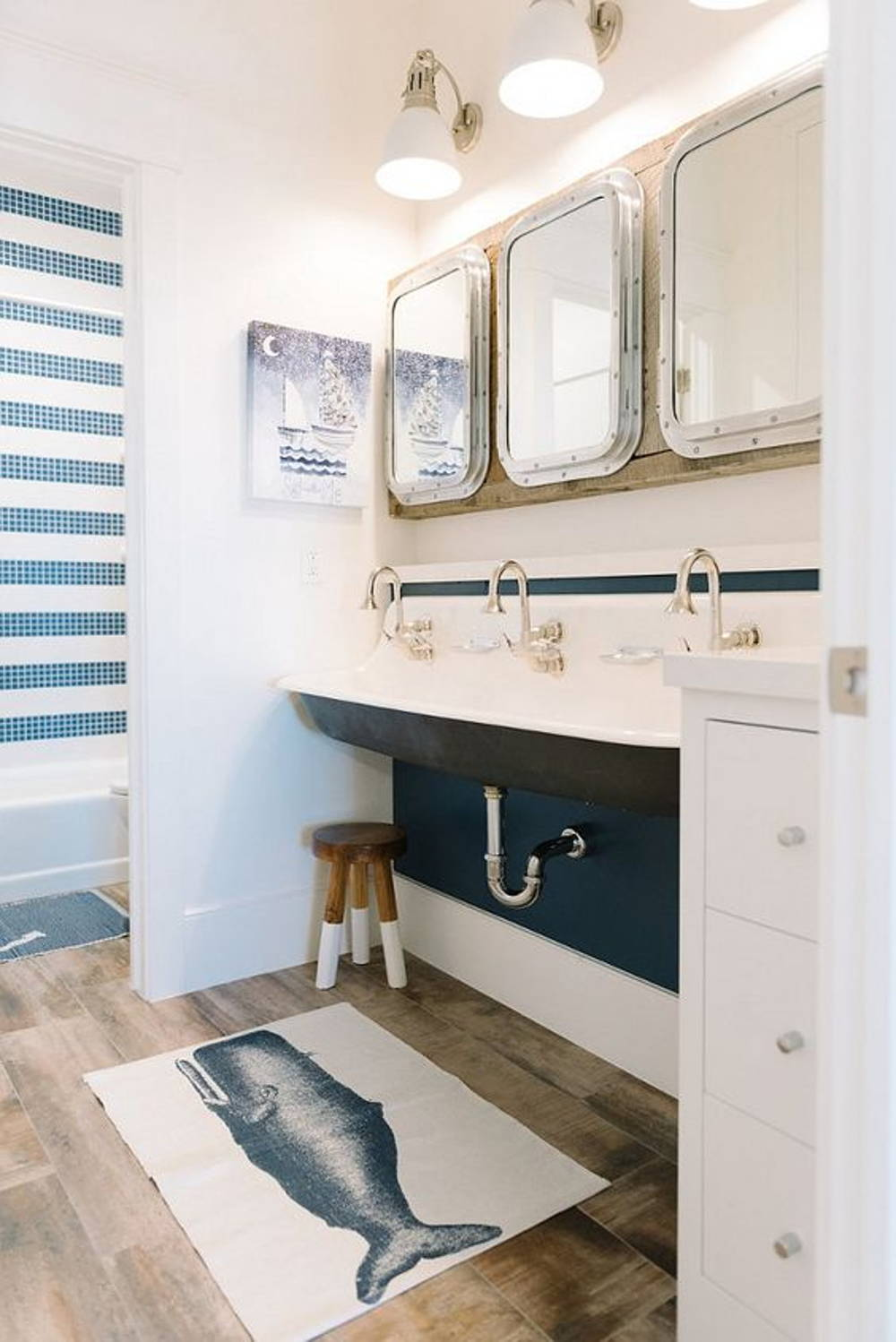 Nautical bathroom theme
