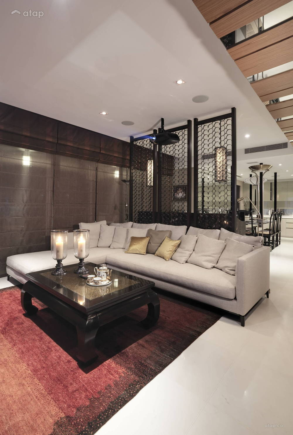 Oriental screen living area