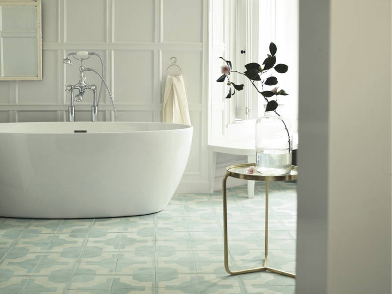 bathroom with porcelain tiles