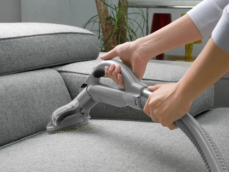 steamcleaning sofa