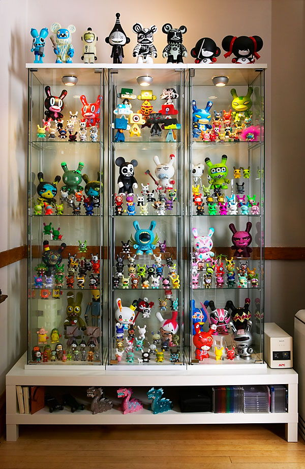 Figure collection cabinet