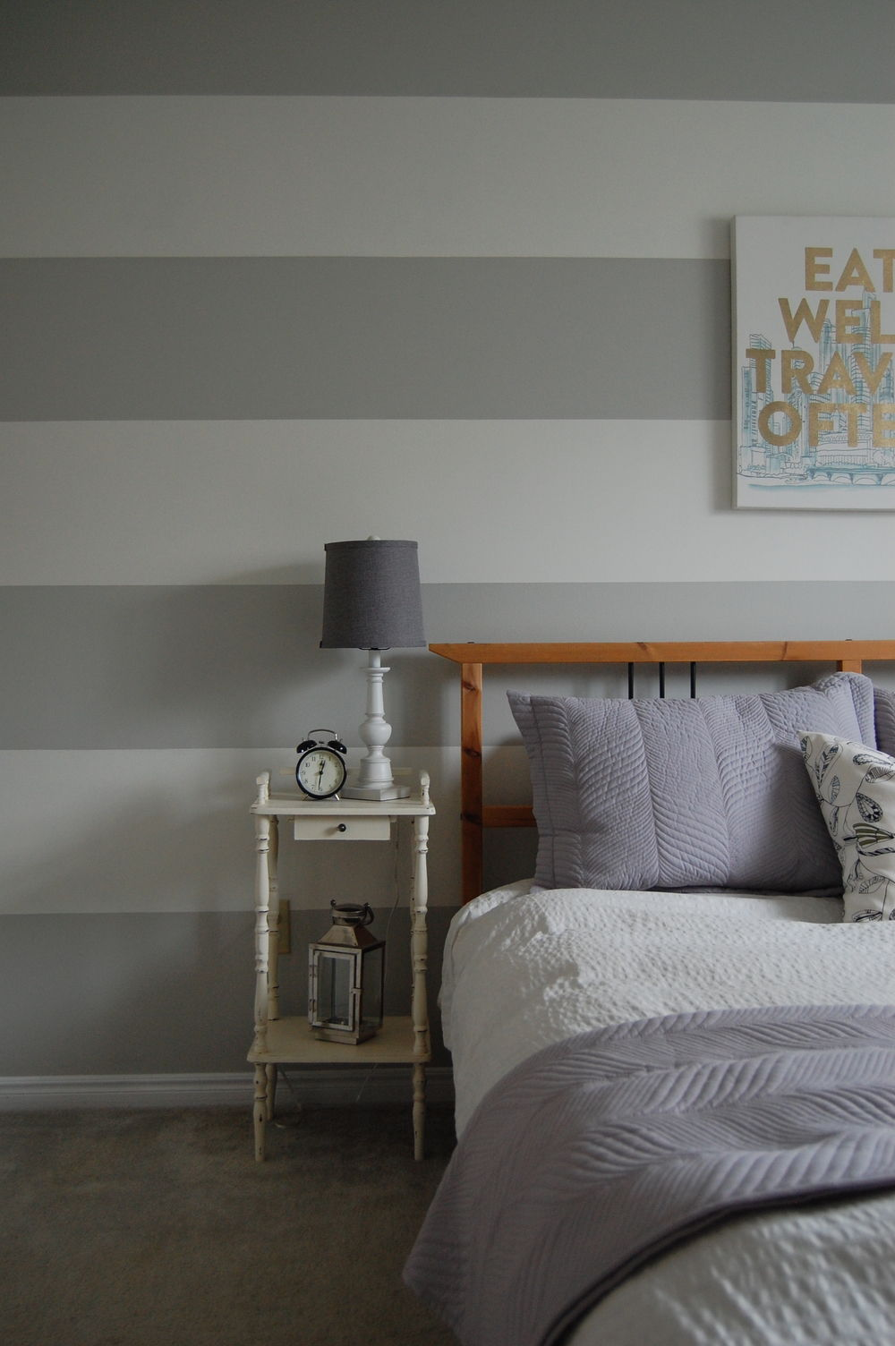 grey wall stripes