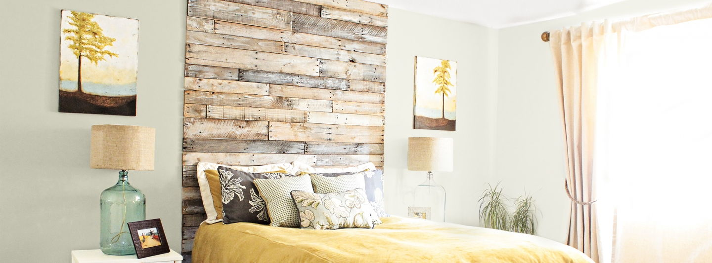 Wood pallet bedroom wall